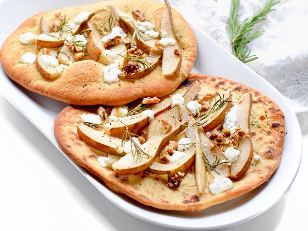 Naanbrood pizza met peer en geitenkaas | Vegetarisch recept