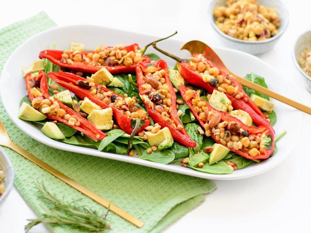 Gevulde paprika salade   Vegetarisch recept   Healthy Wanderlust