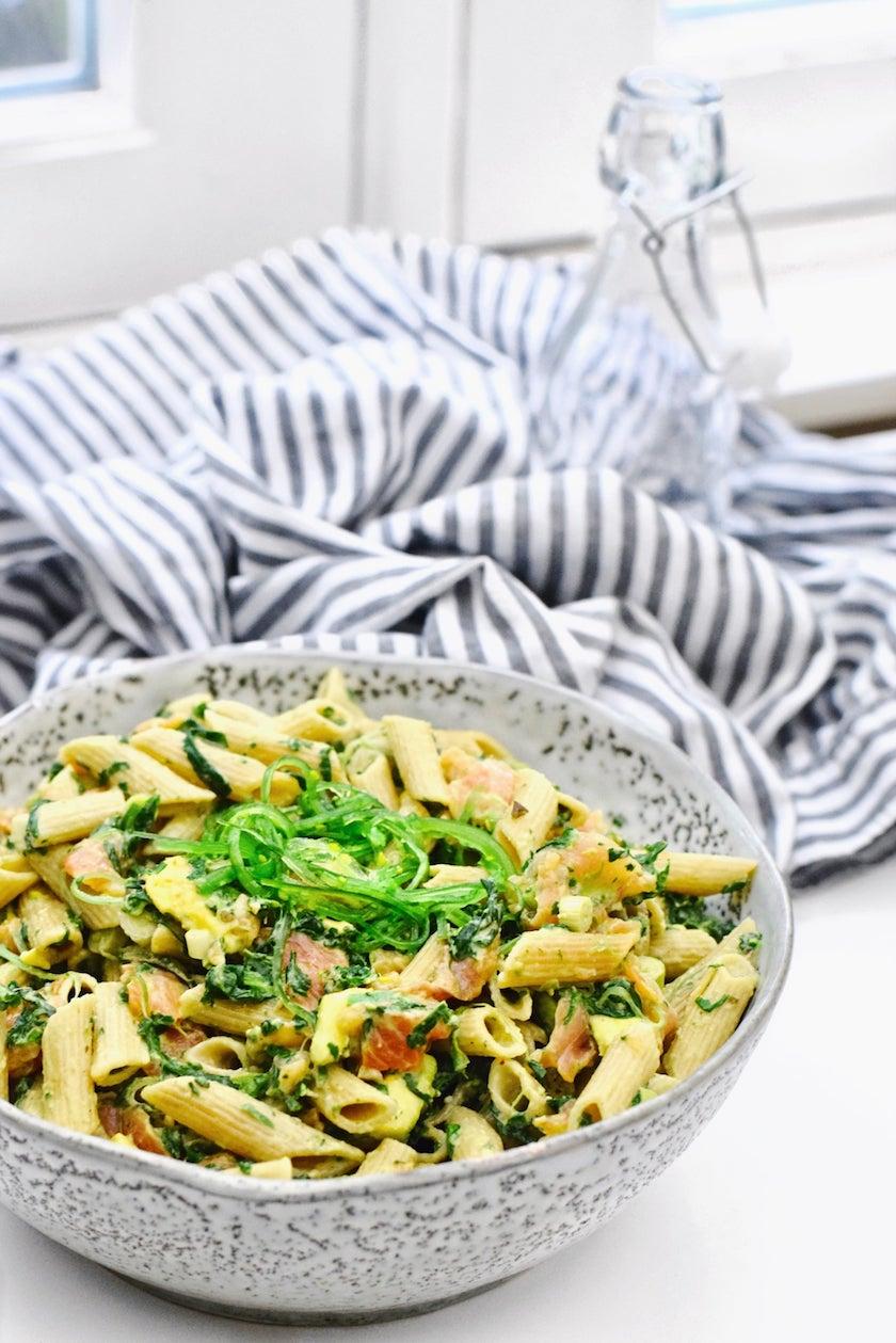 Koude pasta salade met zalm en zeewier | Makkelijk recept