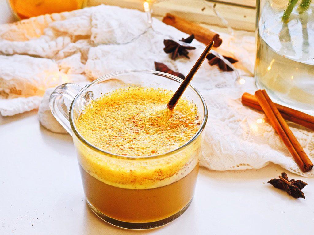 Kurkuma latte met kaneel | Gezonde koffie | Healthy Wanderlust