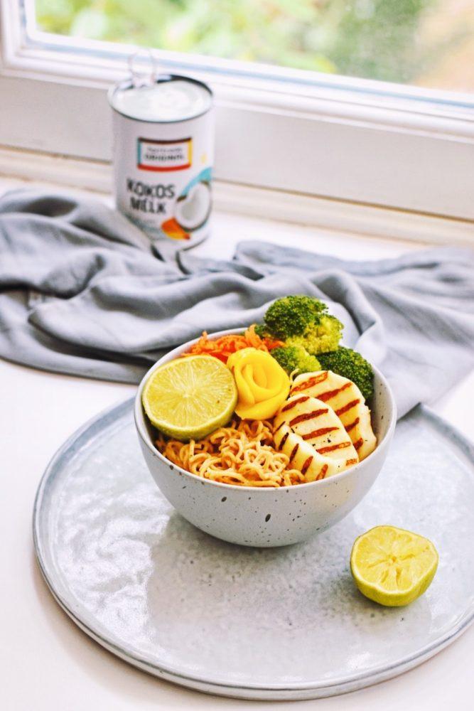 Noodles met noodles en halloumi