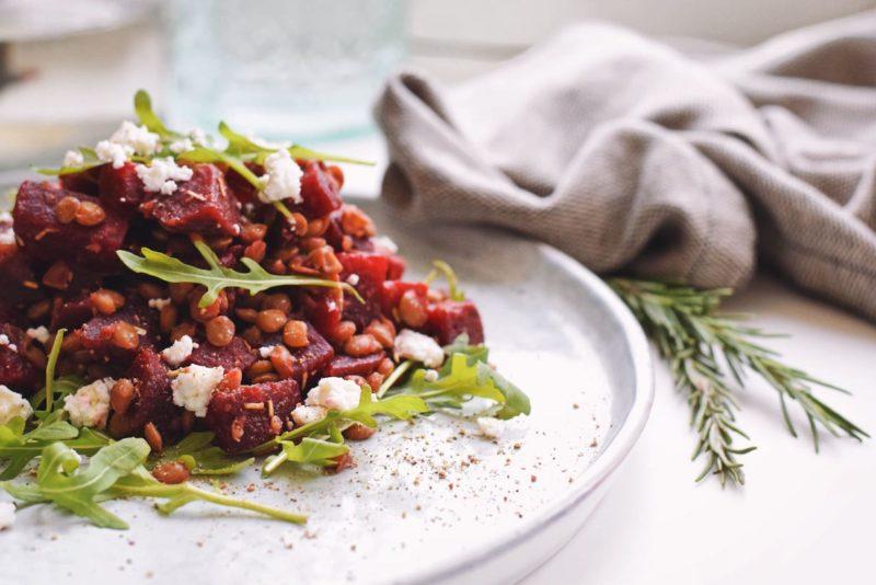 Bietensalade met geitenkaas en linzen   Salade recept van Healthy Wanderlust